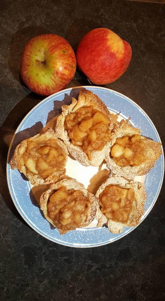 apple cinnamon filo tarts