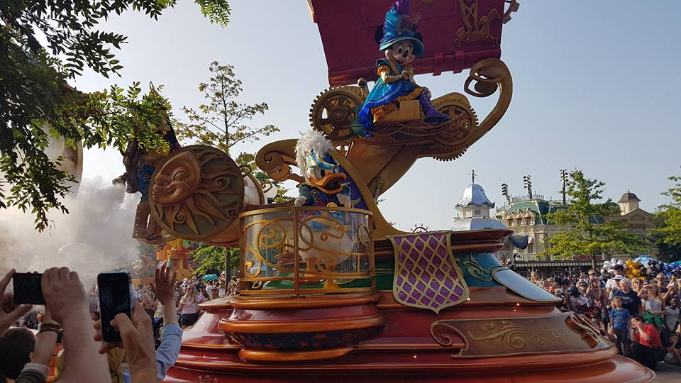 Mickey and Donald on parade - Disneyland Paris Photos