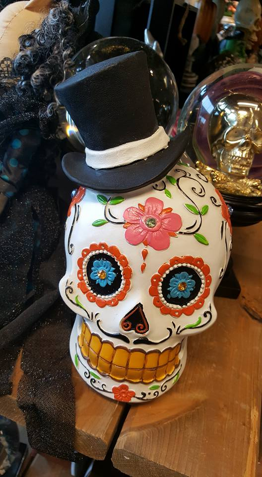 HomeSense Halloween - skull decorated with flowers and wearing a top hat