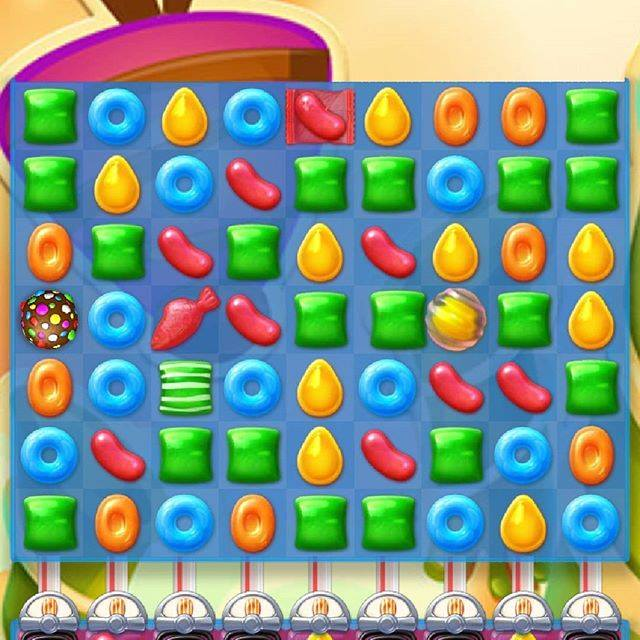 1 day 12 pics number 5 playing Candy Crush jelly