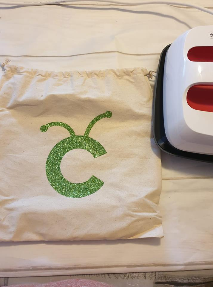 cricut easypress 2 canvas bag and cricut logo