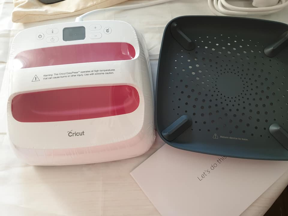 Cricut EasyPress 2 machine and stand