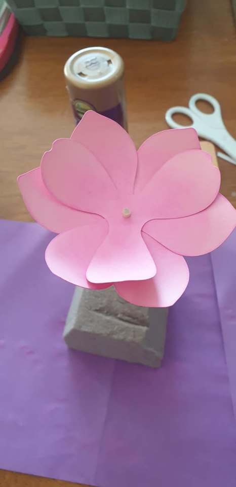 Anemone and vase tutorial - repeat with last set of petals