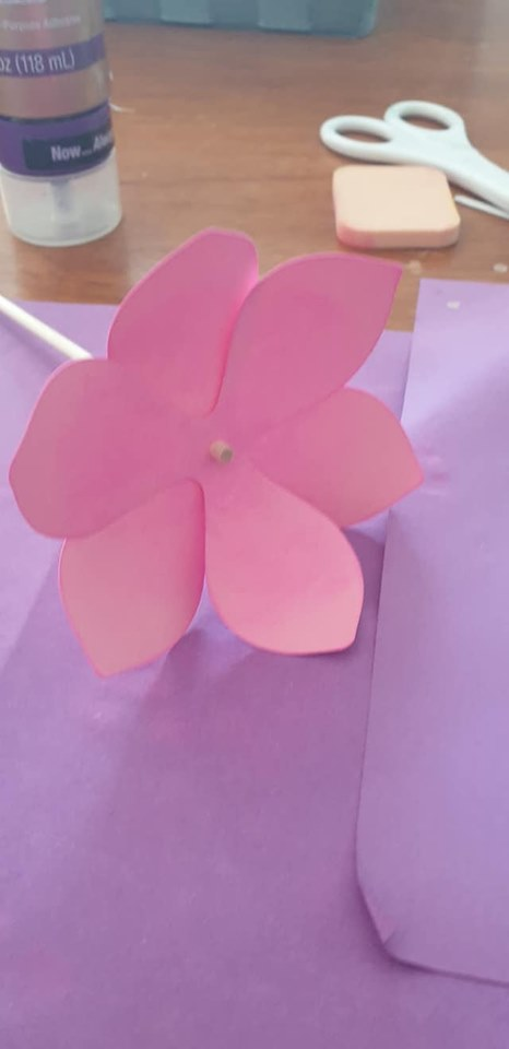 Anemone and vase tutorial - put next set of petals on, offset from first