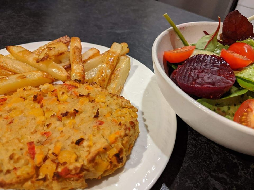 curried veggie burger and chips Slimming World vegetarian recipe