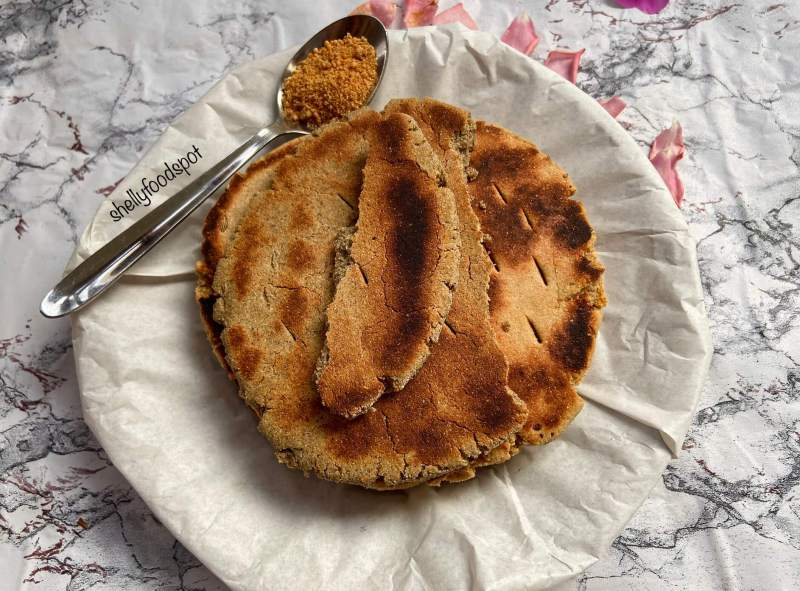 2 ways to make jaggery roti Bajre gur ki roti meethi roti 2