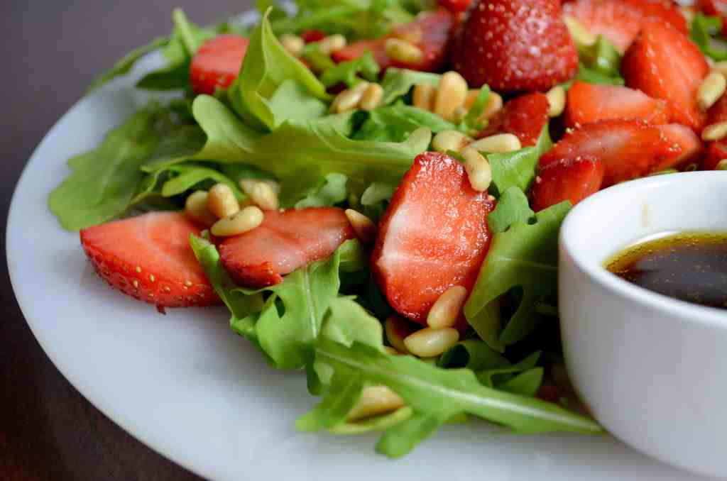 Easy Strawberry Arugula Salad