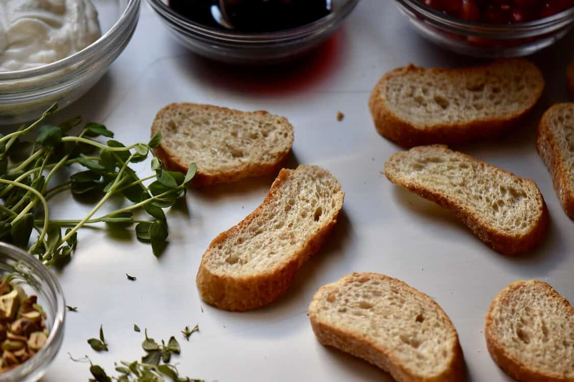 Some of the ingredients required for this crostini recipe.
