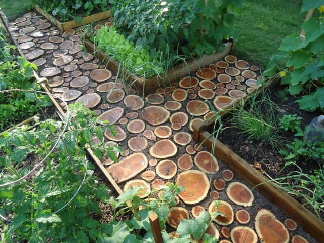 DIY Garden Paths Of Wood Slabs » Photo 3