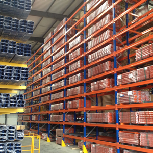 Hand loaded warehouse shelving
