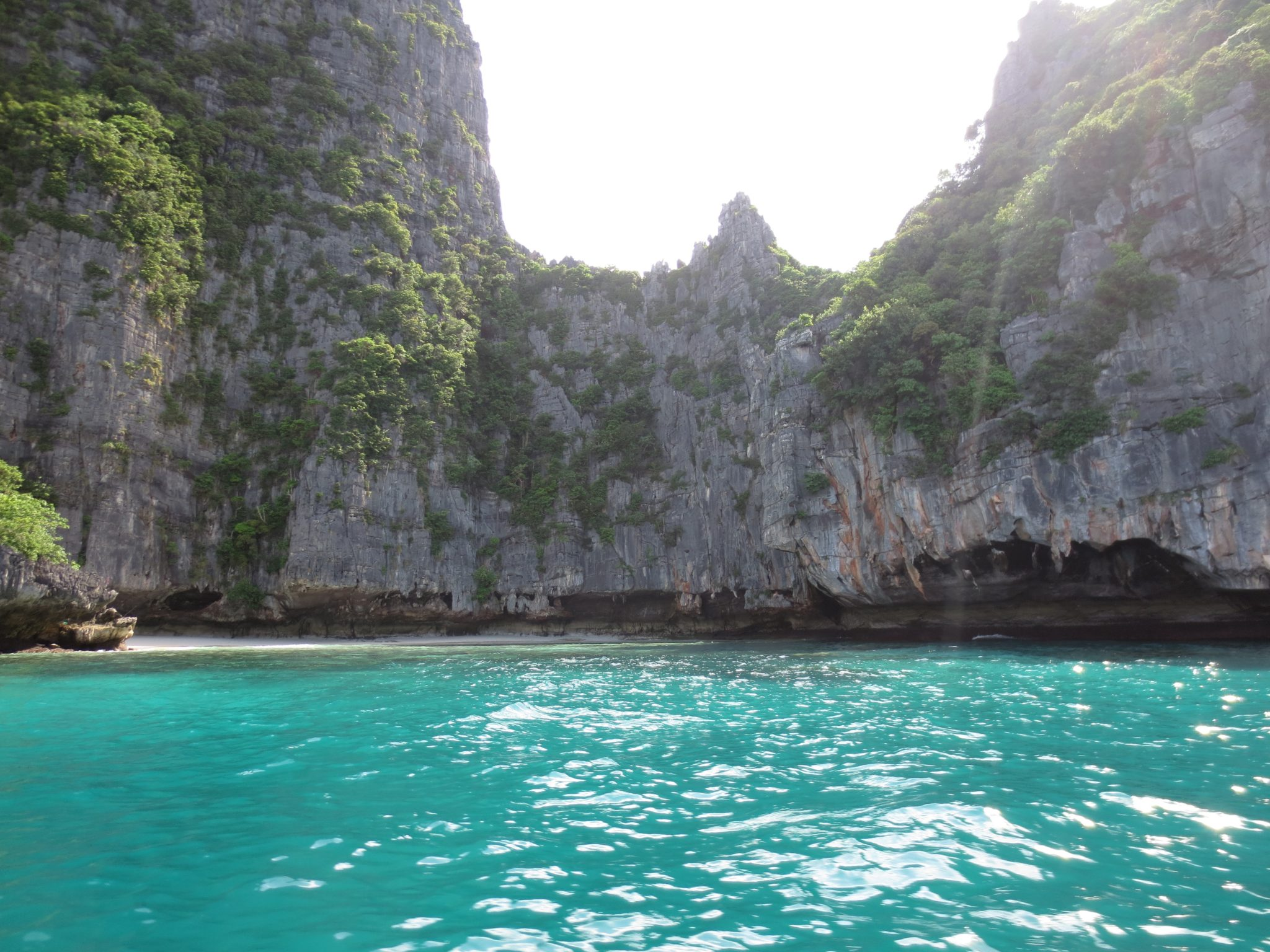 koh-phi-phi-thailand-ocean-backpacking
