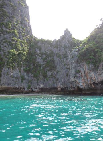 koh-phi-phi-thailand-ocean-backpacking