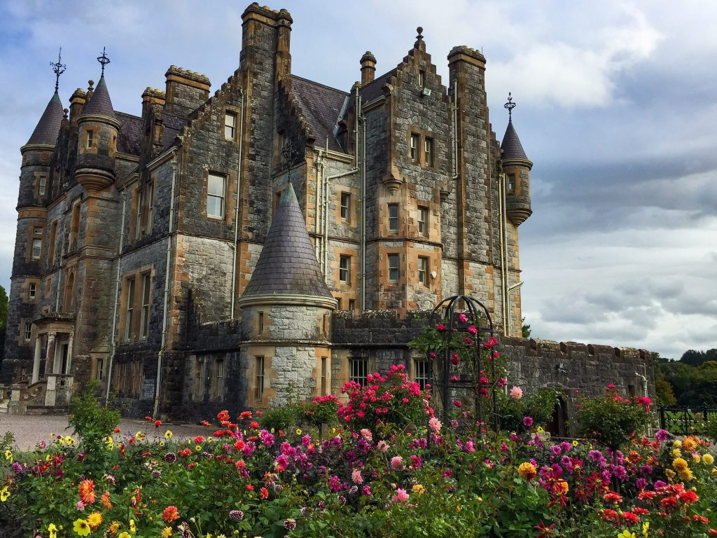 ireland-road-trip-blarney-house-ireland-roses