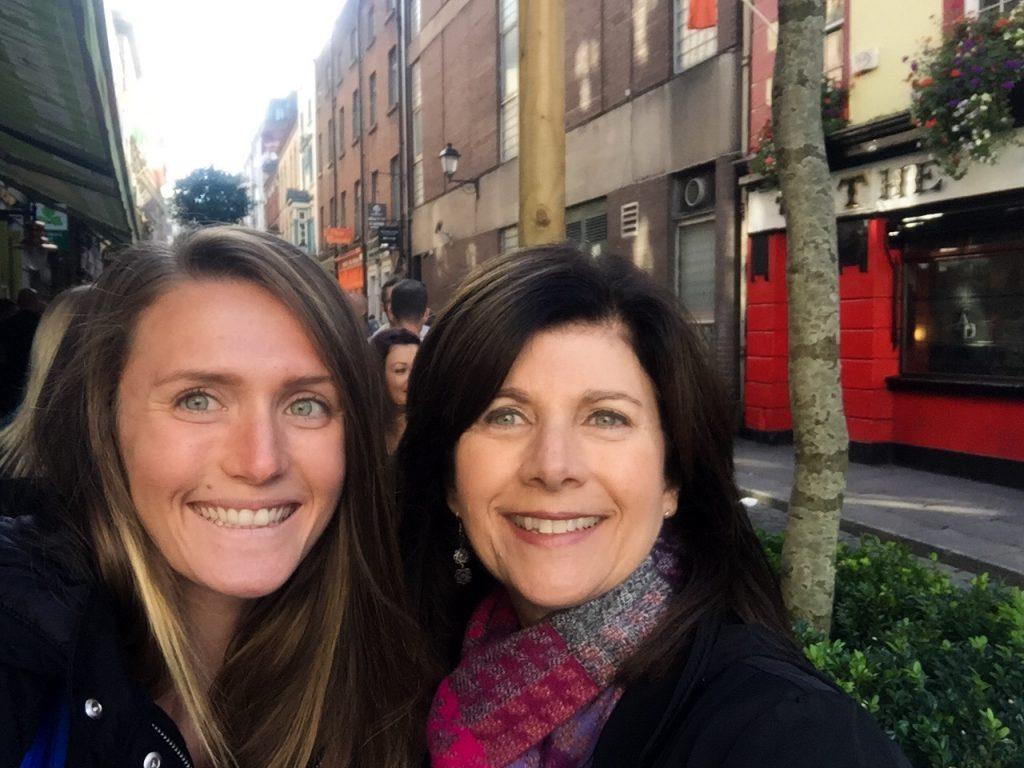 two-women-selfie-dublin