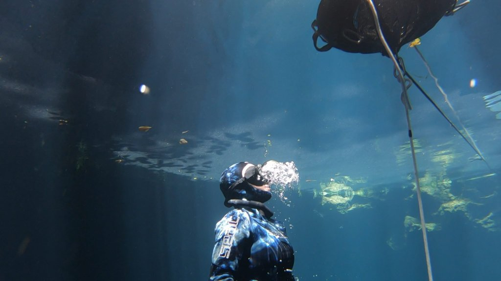 freediving exhale before breaking the surface