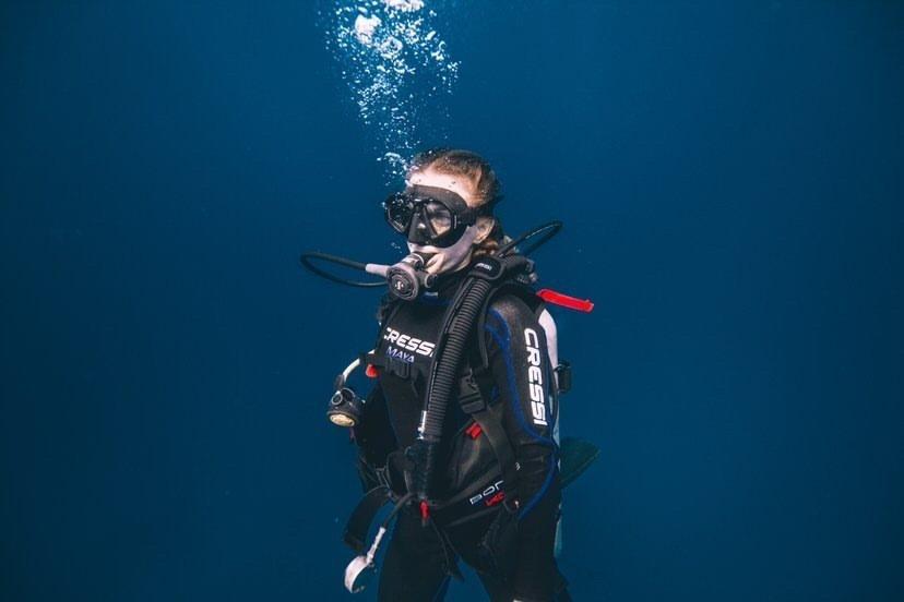woman scuba diving in playa del carmen mexico