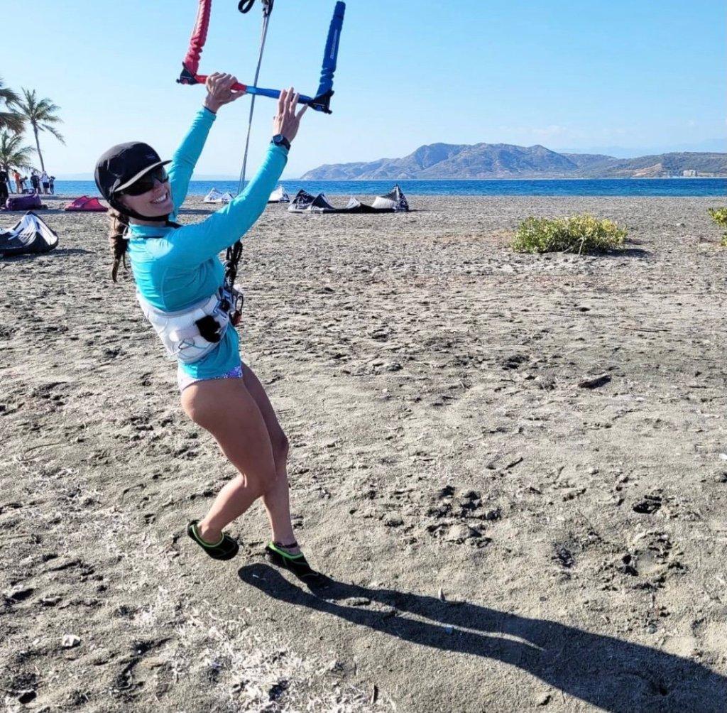 woman about to kitesurf salinas de bani