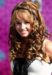 modern curly hairstyle trends