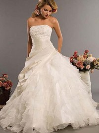 40 Most Luxurious and Expensive Wedding Gowns of All Time ...