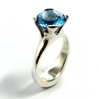 Anemone Ring in 925 silver with blue topaz