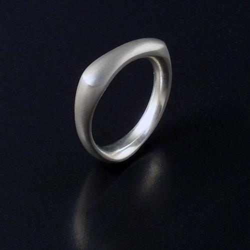 White golf Knucklebone ring