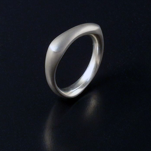 White golf Knucklebone ring