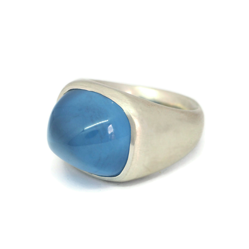 Porpoise ring with blue synthetic spinel