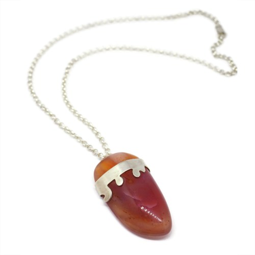 Reddish agate pendant set with sterling silver