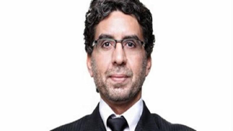 """محمد ناصر.. """"العيب فيك مش في الضي"""""""