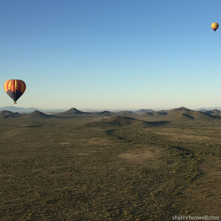 18 Travel Destinations in 2018 | Up, up, and away in a beautiful hot air balloon over Phoenix and Scottsdale with Hot Air Expeditions