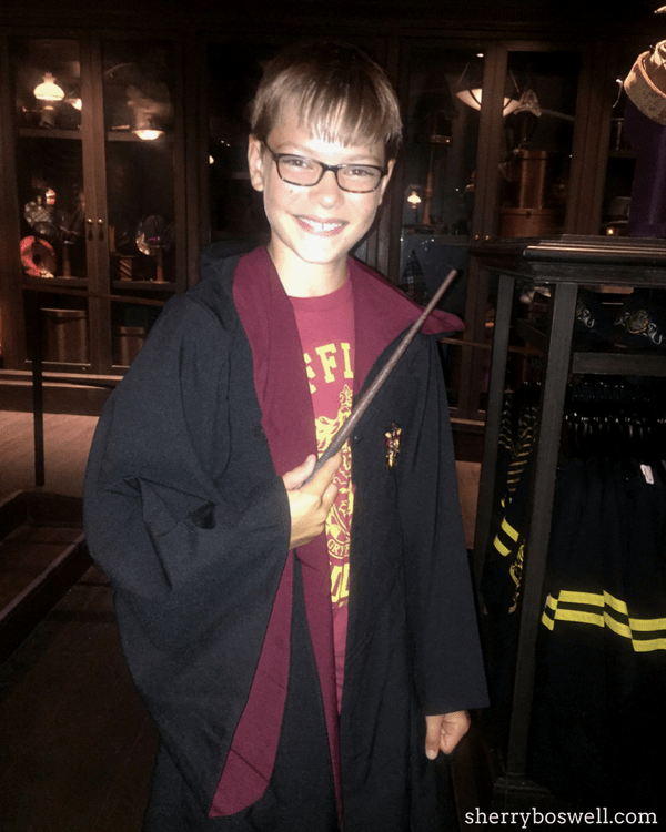 Universal Orlando Wizarding World of Harry Potter tips: get a new wand from Ollivander's
