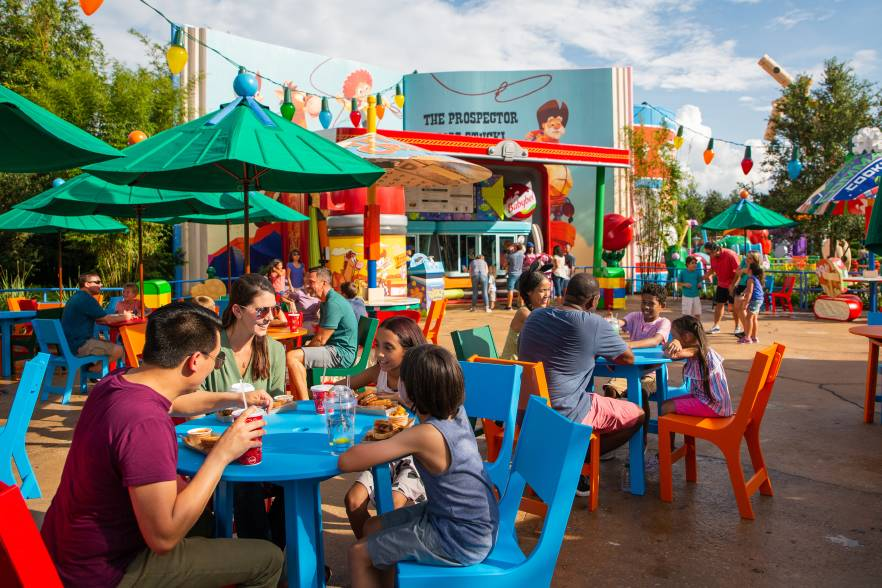 Avoid feeling HOT HOT HOT with these Toy Story Land tips like where to grab some shade at Woody's Lunch Box.