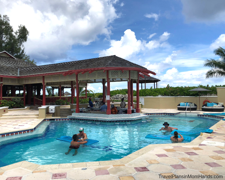 The freshwater pool at Sandals Island at Sandals Riyal Bahamian.