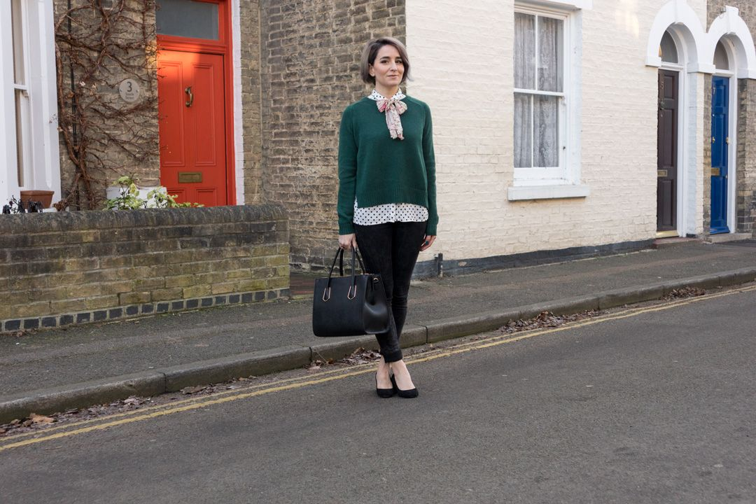 She talks Glam - Green knit + Polka dot + Colourful bow before a red door