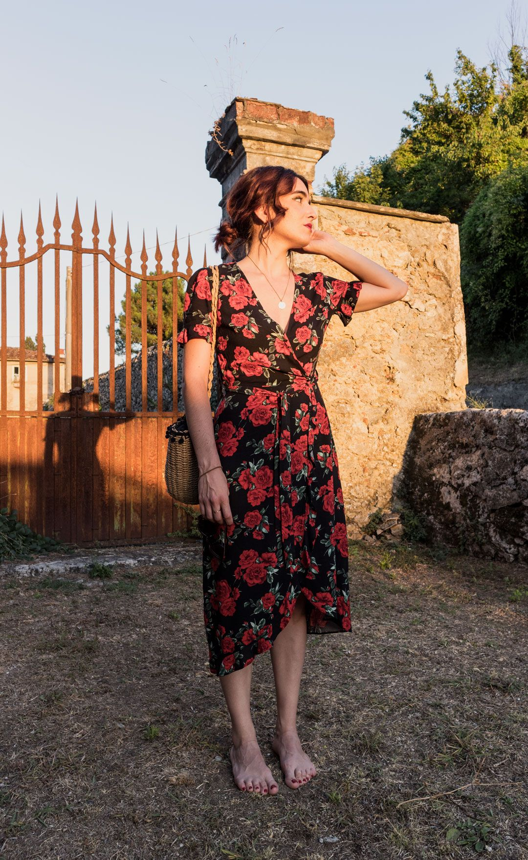 My Italian trip and how to dress for a hot summer in Tuscany   Chic Italian style   Sexy floral dress   Chic look   Summer outfit inspiration   Red flowers   Ruffled dress   Straw bag   Raffia bag   She talks Glam   Saida Antolin   Spanish Blogger   Italian Fashion
