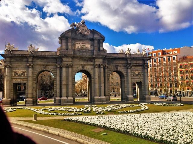 < Puerta de Alcalá >