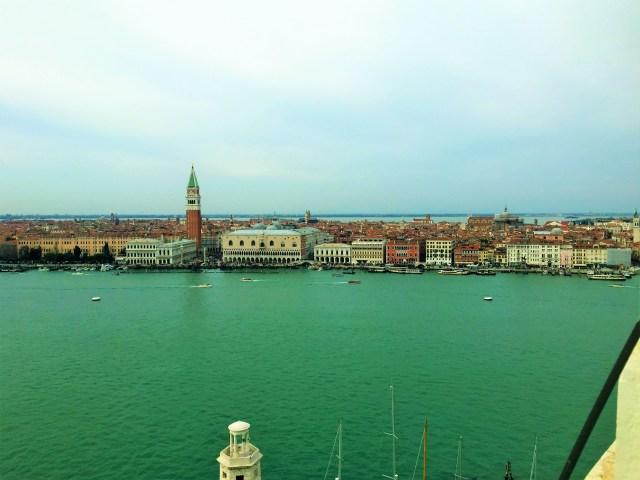 < Venice >