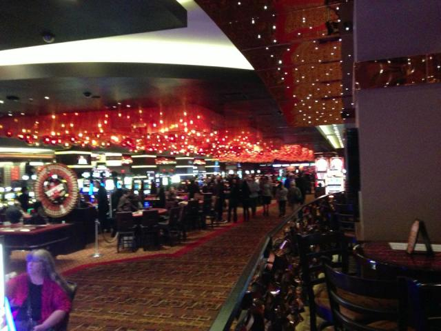 < Casino >