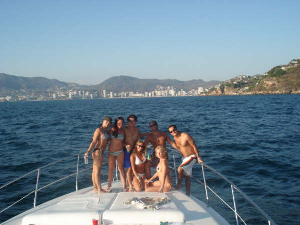< Yachting in Acapulco >