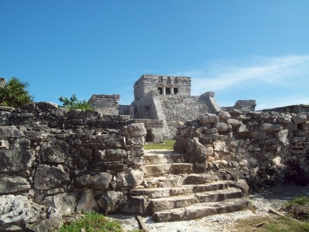 < Pyramid El Castillo >