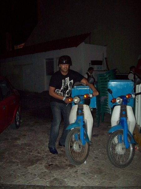 < Cancun scooters >