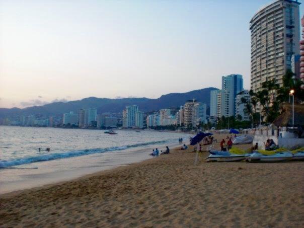 < Acapulco Beach >