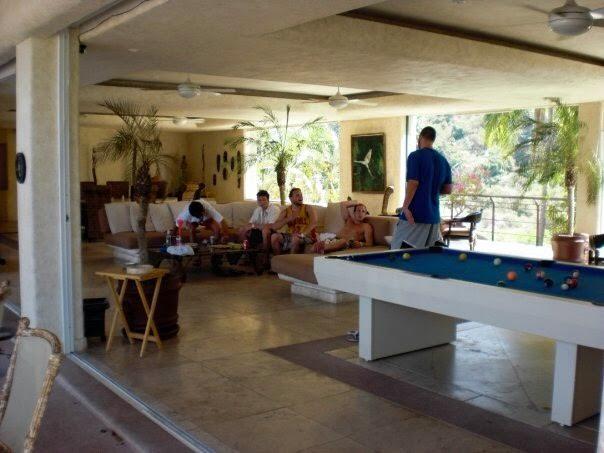 < Acapulco Villa >