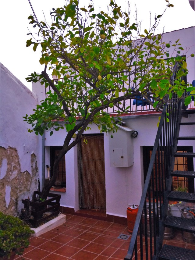< Airbnb in Olvera >