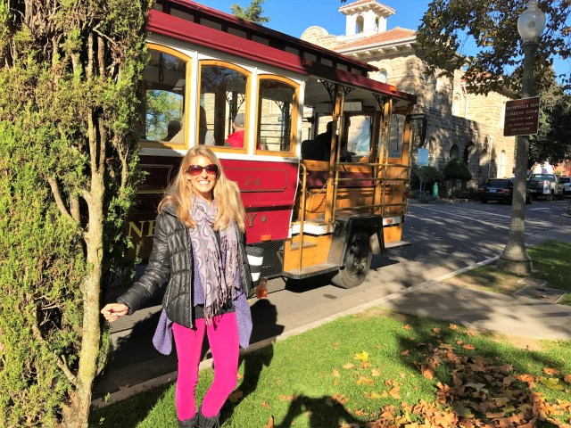 < Sonoma Valley trolley >