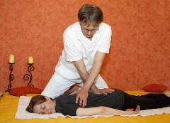 Shiatsu Wien Palfalvi Ablauf Shiatsu-Behandlung Ausschnitt Arbeit am Rücken