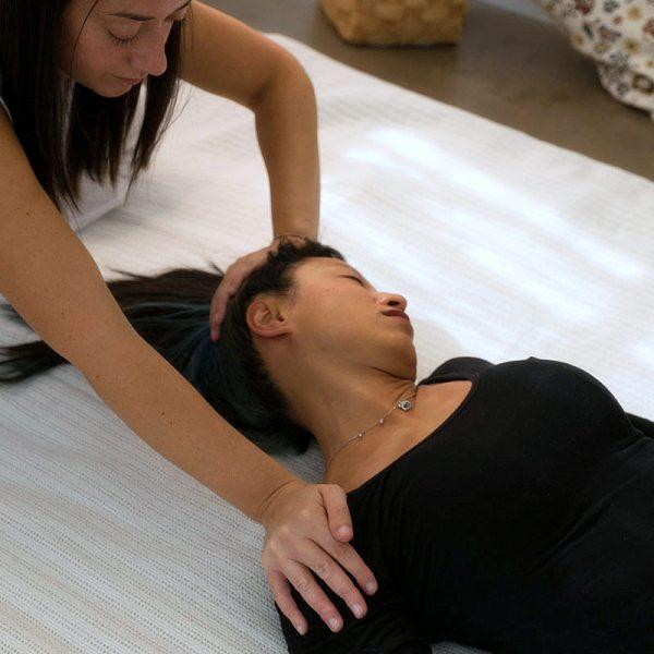 Shiatsu: trattamento del della nuca in posizione supina