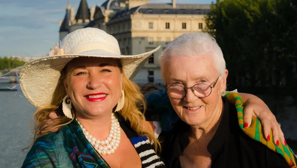 Shiloh and Sue on the Pont Neuf