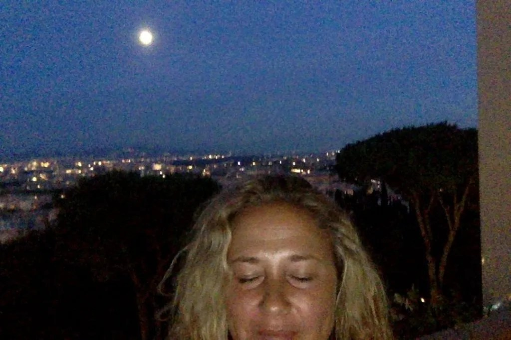 Shiloh full moon in rome