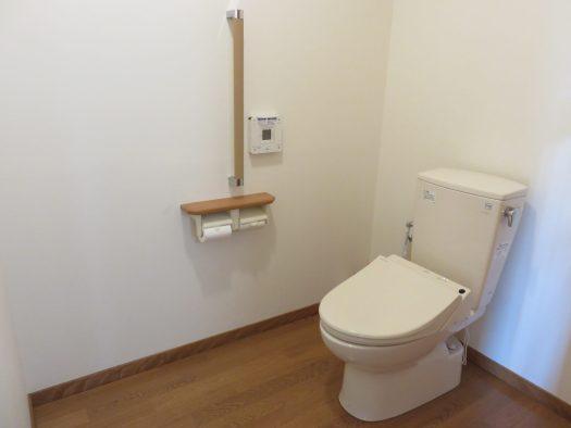 広いフラット床のトイレ H30.10撮影